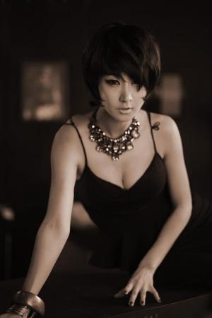 韩国性感成熟少女艺术写真