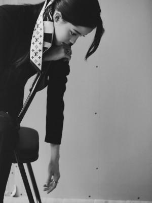 欧阳娜娜黑色系甜酷写真图片
