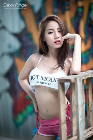泰国女神Pichana Yoosuk超短吊带t恤性感迷人