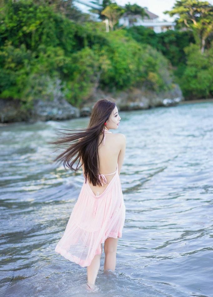 杨晨晨sugar海边粉红露背吊带裙真空秀美乳诱惑写真