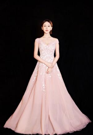练练粉色长裙优雅性感图片