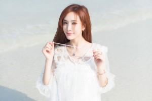 清纯长发短裙美女海边性感写真