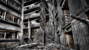 恐怖荒凉的房屋废墟高清桌面壁纸