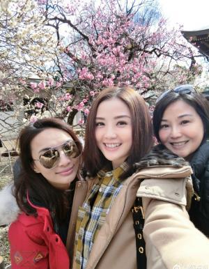 蔡卓妍阿sa与友人亲密旅拍照
