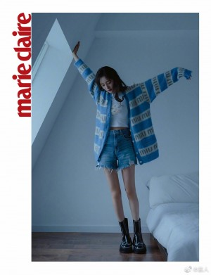 杨幂天蓝色条纹针织外套时尚温暖写真图片