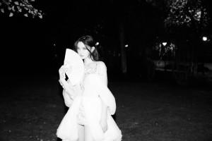 林允白纱短裙优雅黑白写真