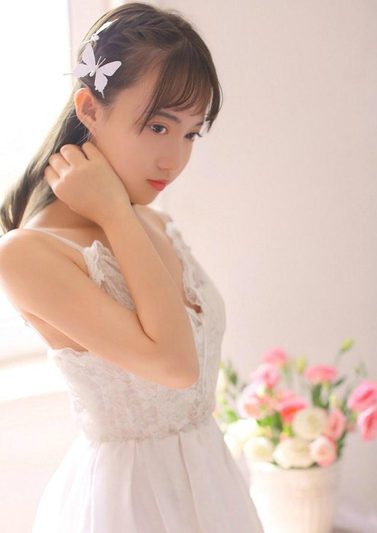 温柔恬静少女那一低头最美迷人私房时尚写真