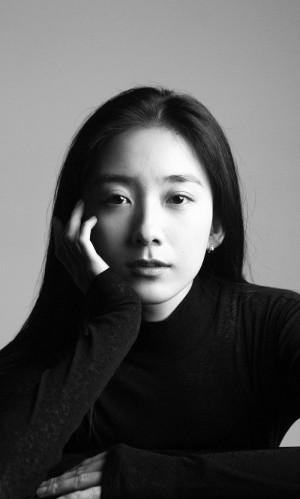 朱颜曼滋文艺气质黑白写真图片