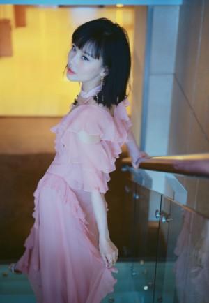 黄龄粉色礼服仙气图片写真