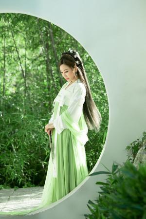 薄荷绿清新唯美汉服长裙古装美女温婉写真