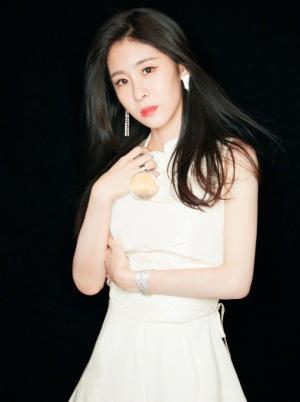 张碧晨东西方结合修身白裙勾勒曼妙身姿图片