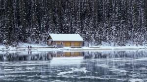 冬天雪地的房子超唯美壁纸