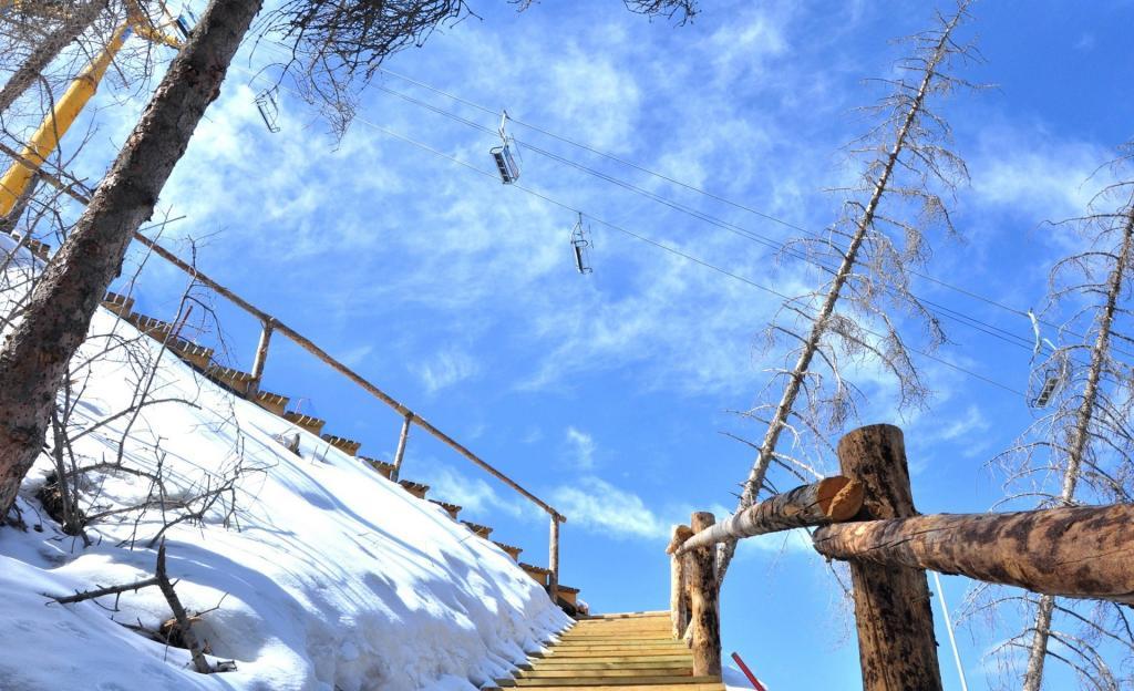 高山滑雪场自然美景