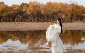 白衣古装美女唯美写真桌面壁纸