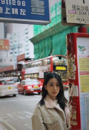 关芯港风复古街拍写真图片