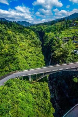 世界地质奇观——恩施大峡谷