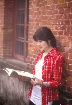 今冬清纯学子青涩露笑颜写真