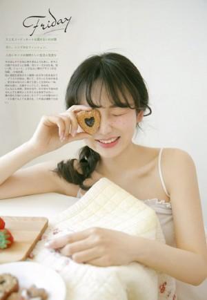 日系白皙清新美女性感写真图片