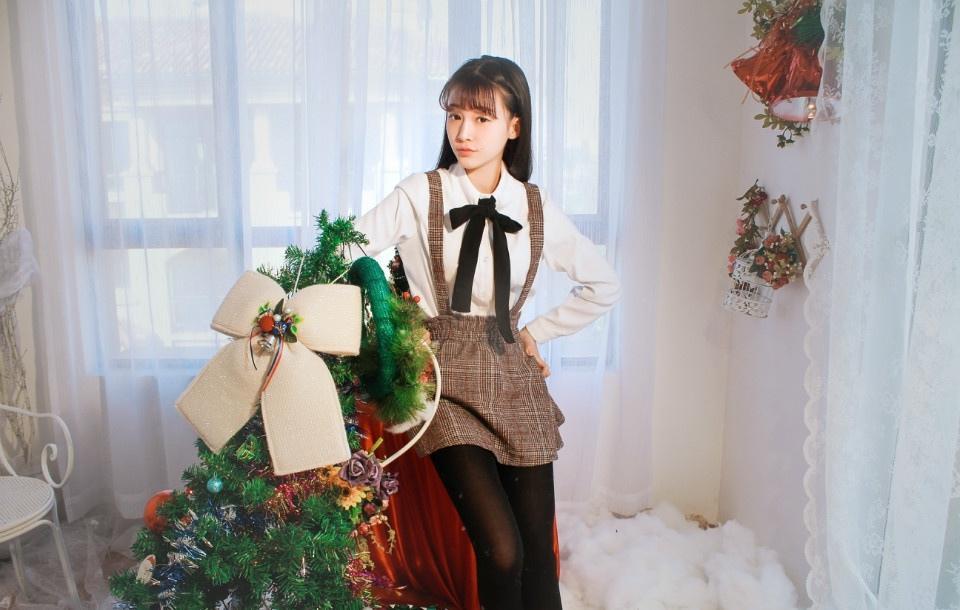 圣诞时尚清纯女孩的礼物