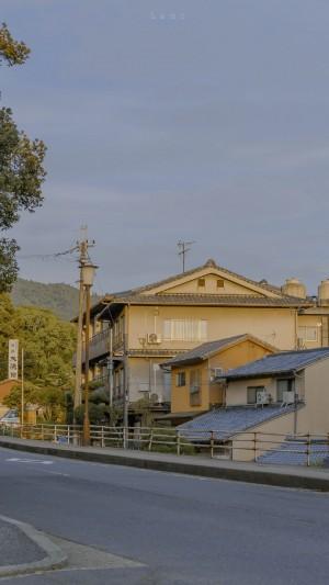 街道一角建筑风景手机壁纸