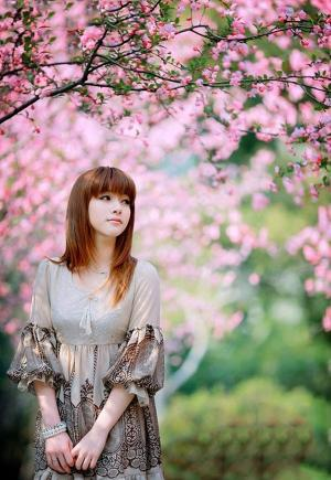 清纯花季少女在春风的沐浴下展现人比花娇魅力写真