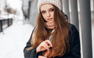 俄罗斯美女大眼深邃冬季高清壁纸