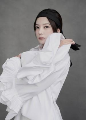 赵薇白色西装迷人写真图片