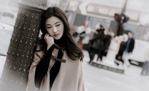 菅纫姿巴黎秋冬复古唯美写真图片