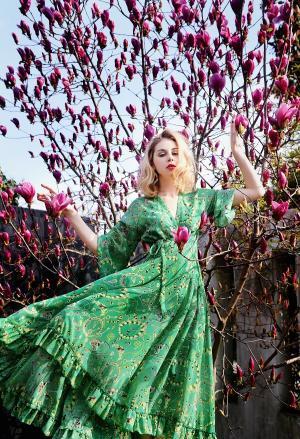 英式美女玉兰花树下的高清人体艺术摄影