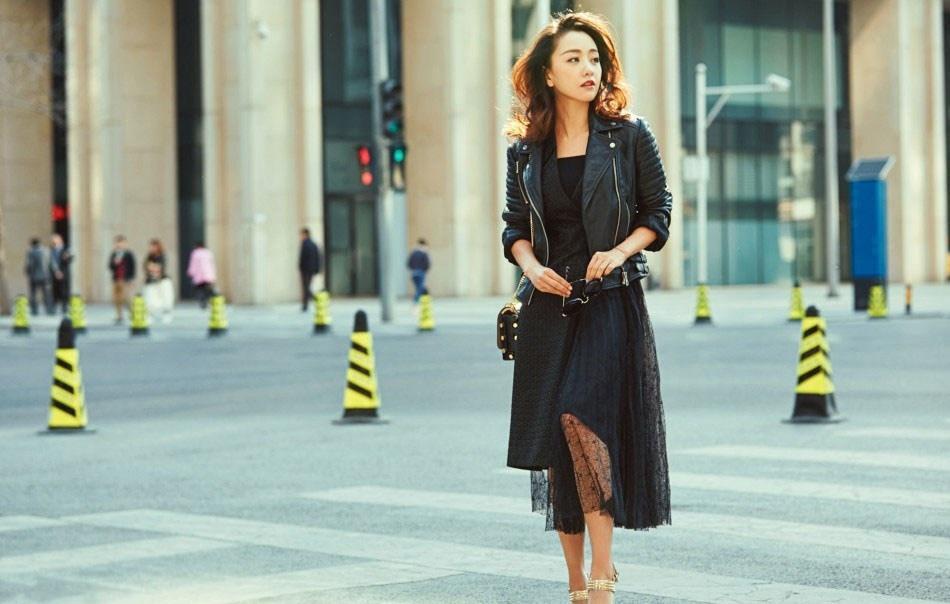 杨蓉红唇凝脂酷黑朋克街拍写真