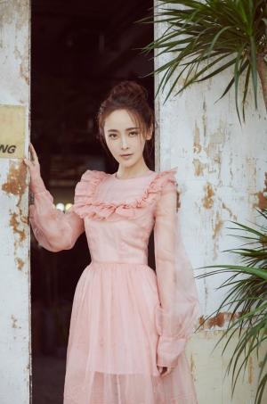 李曼图片   李曼粉色长裙优雅图片