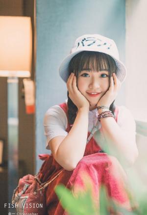 肉嘟嘟小可爱平刘海大眼睛15岁女生图片
