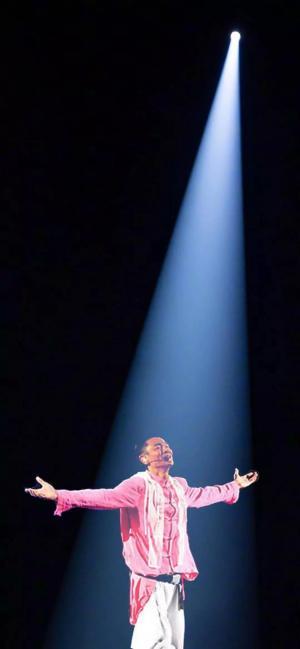 抖音上很火的刘德华演唱会一束光