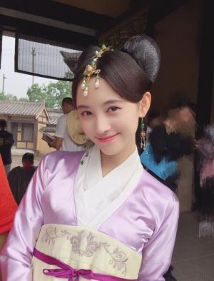 鞠婧祎甜美宫女装写真图片