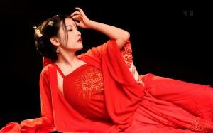 古装红衣美女优雅高清桌面壁纸