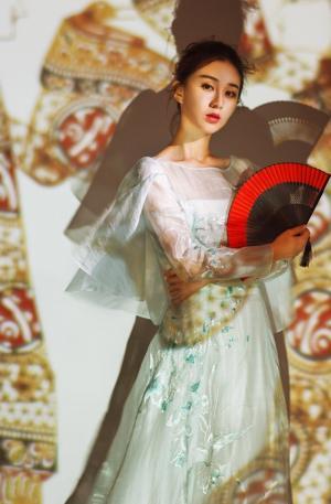 刘颖伦复古唯美古风写真图片
