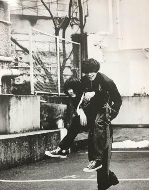 菅田将晖米津玄师拍摄黑白复古写真图片