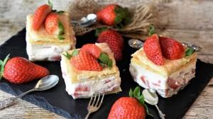 精致香甜草莓蛋糕高清桌面壁纸