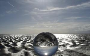 唯美透亮的水晶球图片桌面壁纸