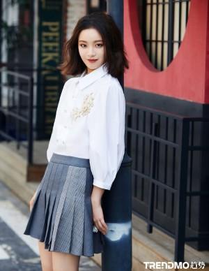 李庚希温暖有光时尚街拍图片
