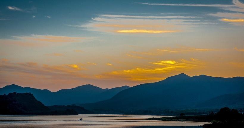 江苏阳羡湖的黄昏风景