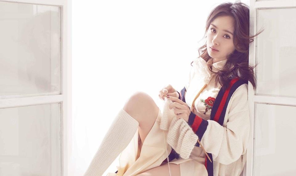 女星杨幂温柔治愈系杂志时尚写真
