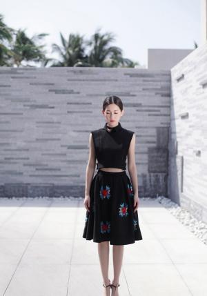 苏青黑色裙装时尚写真