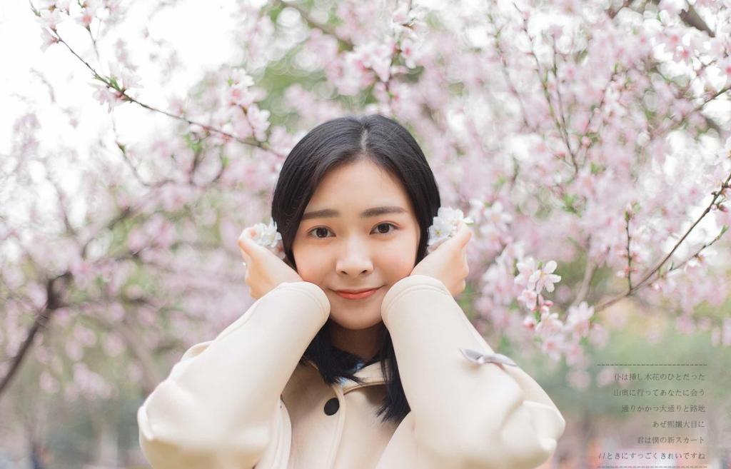 桃花树下的天生丽质漂亮性感美女温馨粉嫩魅力十足