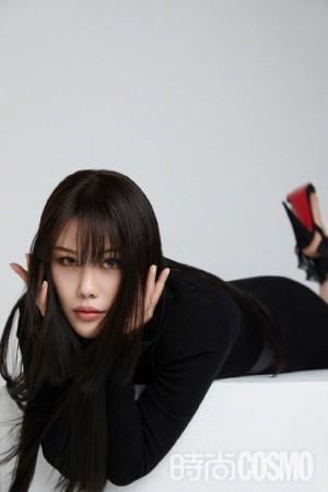 袁娅维黑白与红色性感写真图片