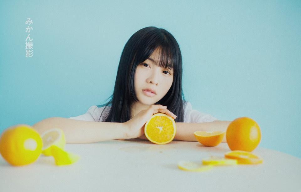清爽橙性感子女孩气质温婉恬静可人