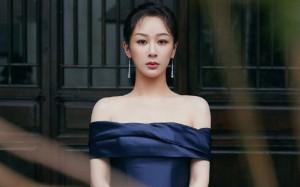 杨紫蓝色露肩裙优雅写真桌面壁纸
