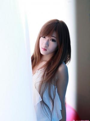 Hong的眼眸魅惑写真十足