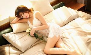 假日暖阳温柔性感学妹睡衣照