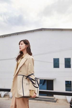 米露简约大气时尚写真图片